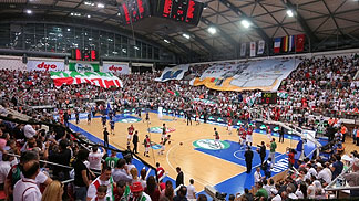 Karsiyaka Arena was packed for the hosts semi-final clash with EWE Baskets Oldenburg